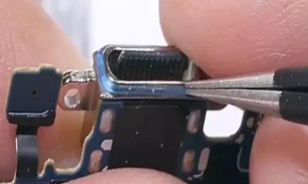 三星 Note 7 的 Type-c 接口硅胶结构件.png